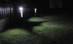 nattbild med 2 moduler tända
